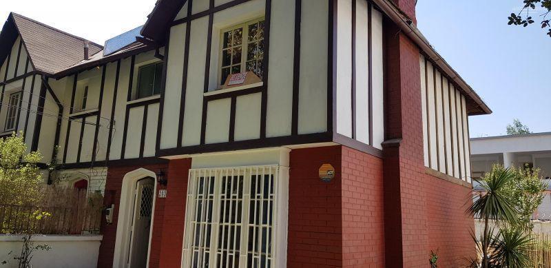 Casa Estilo Inglés Schiller / Edwards